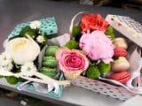 Box fleurs et macarons